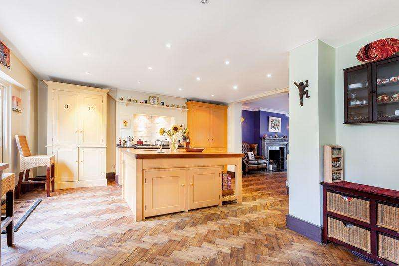 5 Bedrooms Semi Detached House for sale in Cassland Road, Victoria Park, Hackney, E9