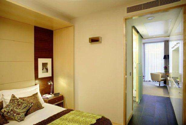 1 Bedroom Hotel Room Flat for sale in Park Plaza County Hall, Westminster SE1