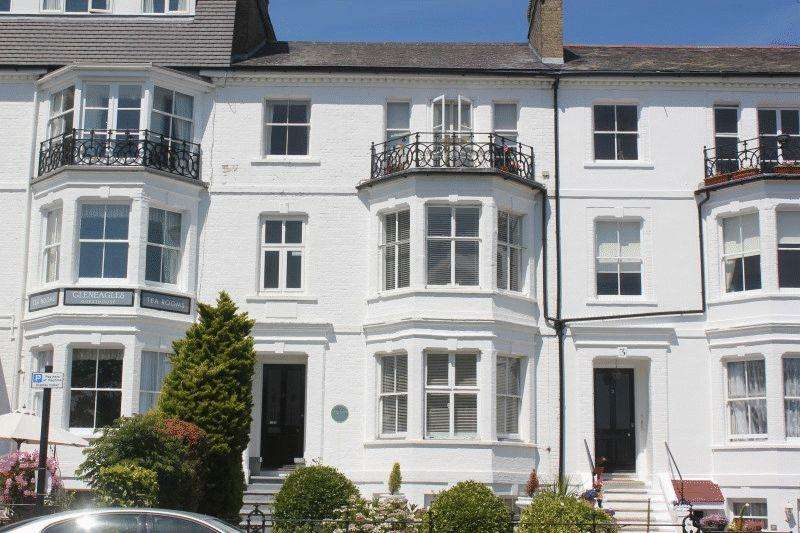 2 Bedrooms Apartment Flat for sale in Clifftown Parade, Southend-On-Sea