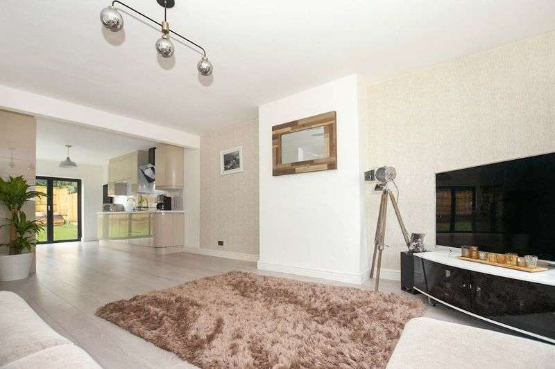 2 Bedrooms Property for sale in Kinross Drive, Ladybridge, Bolton, BL3 STUNNING MODERN DETACHED BUNGALOW