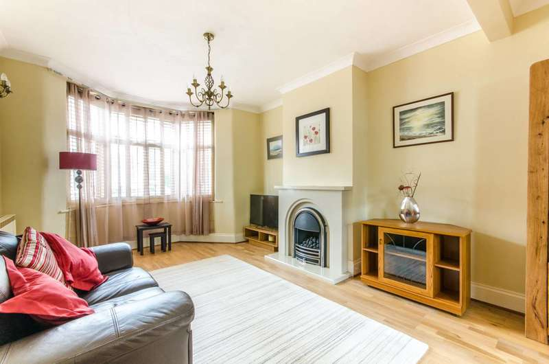 4 Bedrooms House for sale in Bromley Road, Lloyd Park, E17