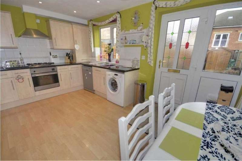 3 Bedrooms Town House for rent in MANOR GROVE, CASTLEFORD