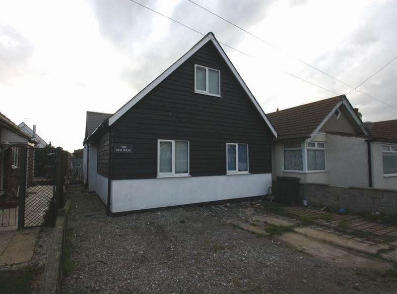 3 Bedrooms Detached Bungalow for rent in Cornflower Road, Jaywick, CLACTON ON SEA