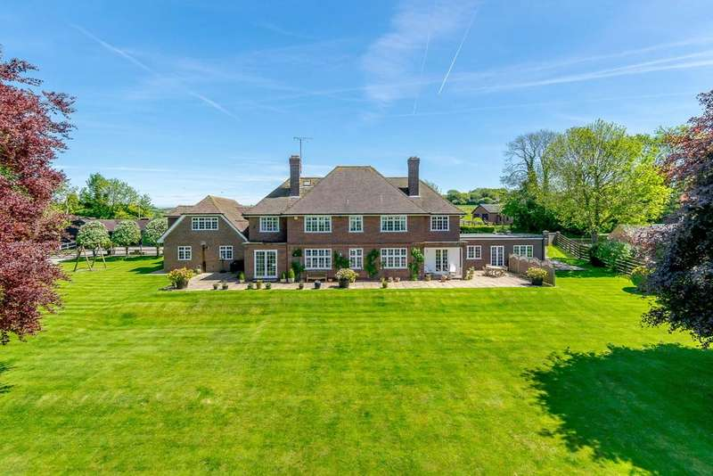 5 Bedrooms Detached House for sale in Downs Road, Compton, Newbury, Berkshire