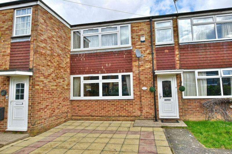 2 Bedrooms Terraced House for sale in Sutton Lane, Langley