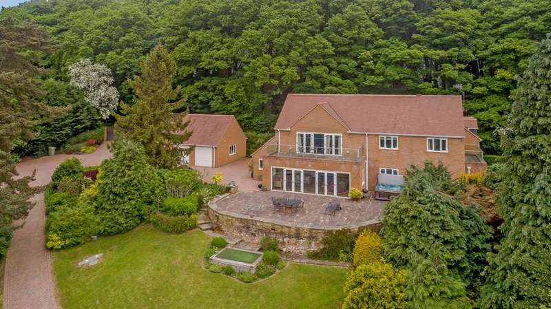 5 Bedrooms Detached House for sale in Riggotts Lane, Walton