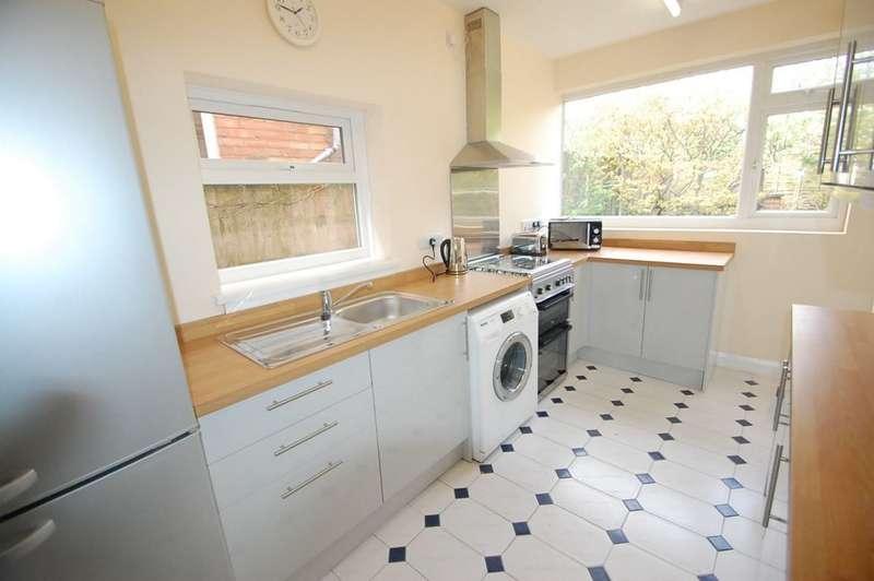 3 Bedrooms Detached House for rent in Jackson Avenue, Derby, Mickleover Derby