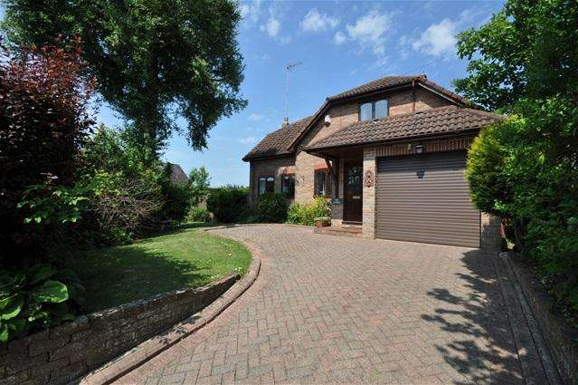 3 Bedrooms Detached House for sale in Homefield, Bovingdon
