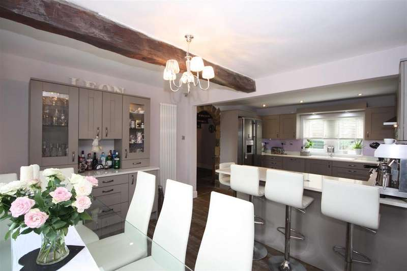 5 Bedrooms Detached House for sale in Manor Farm Court, Guiseley, Leeds