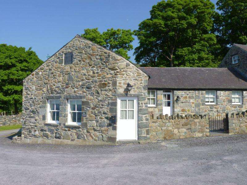 3 Bedrooms Barn Conversion Character Property for sale in The Stables, Graiglwyd Farm, Graiglwyd Road, Penmaenmawr LL34 6EP