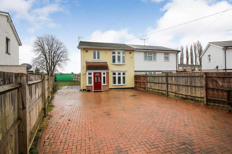 3 Bedrooms Semi Detached House for sale in Russell Avenue, Aylesbury