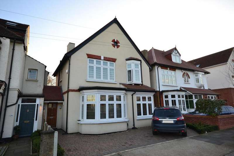 3 Bedrooms Detached House for sale in St. Lawrence Road, Upminster, Essex, RM14