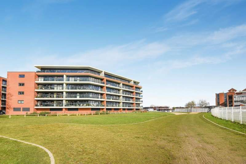 2 Bedrooms Flat for sale in Chatham House, Newbury, RG14