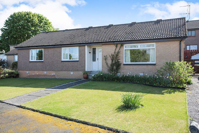 3 Bedrooms Detached Bungalow for sale in Oakfield Drive, Dumfries, DG1