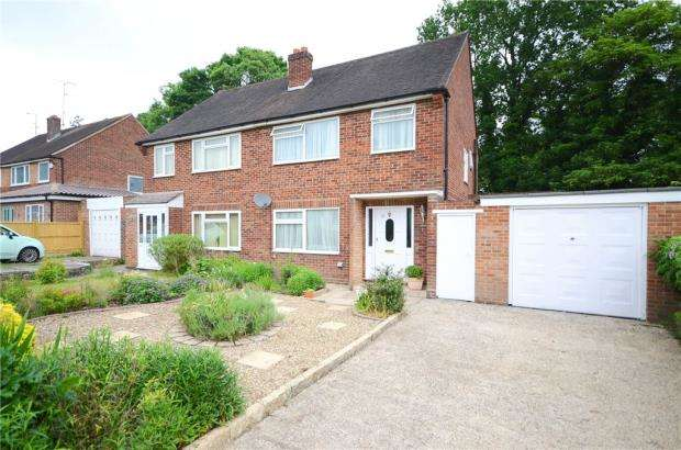 3 Bedrooms Semi Detached House for sale in Courts Road, Earley, Reading
