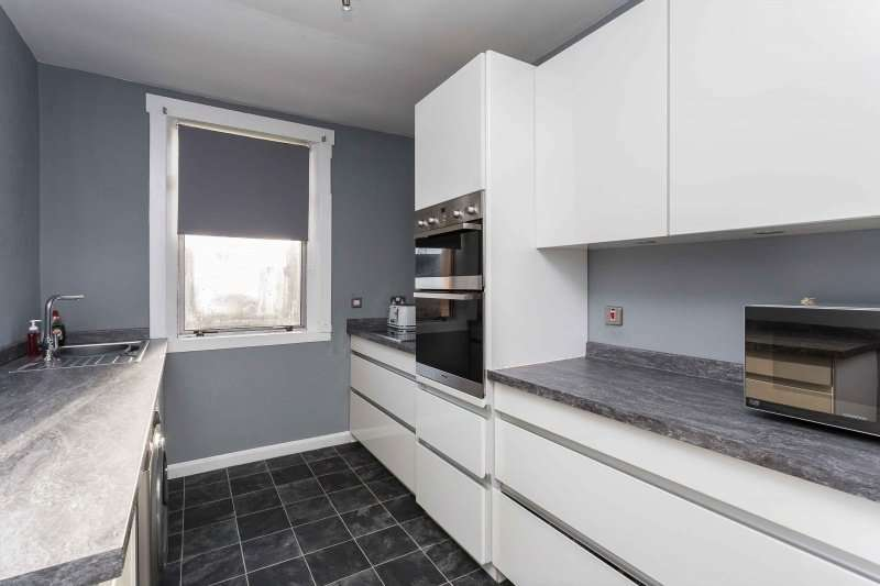 2 Bedrooms Ground Flat for sale in Fleming Gardens South, Dundee, DD3 7NE