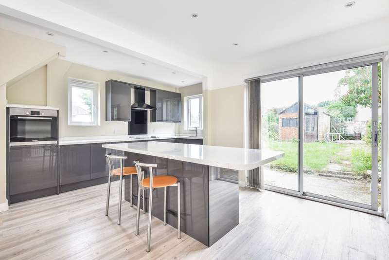 3 Bedrooms End Of Terrace House for sale in Perry Hill, Catford, SE6