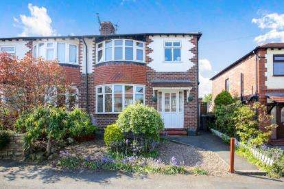 3 Bedrooms Semi Detached House for sale in Bedford Road, Macclesfield, Cheshire