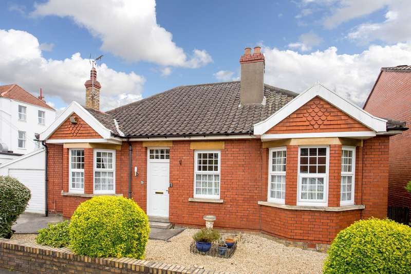 4 Bedrooms Detached House for sale in 1 Greendale Road