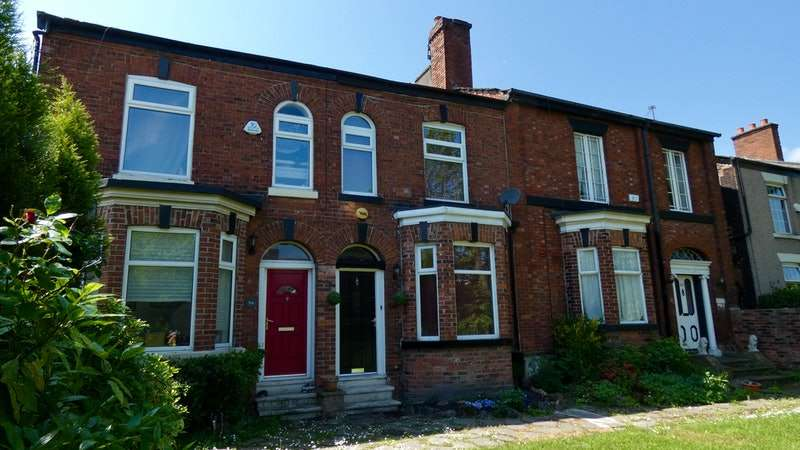 3 Bedrooms Terraced House for sale in Stockport Road, Denton, Greater Manchester, M34
