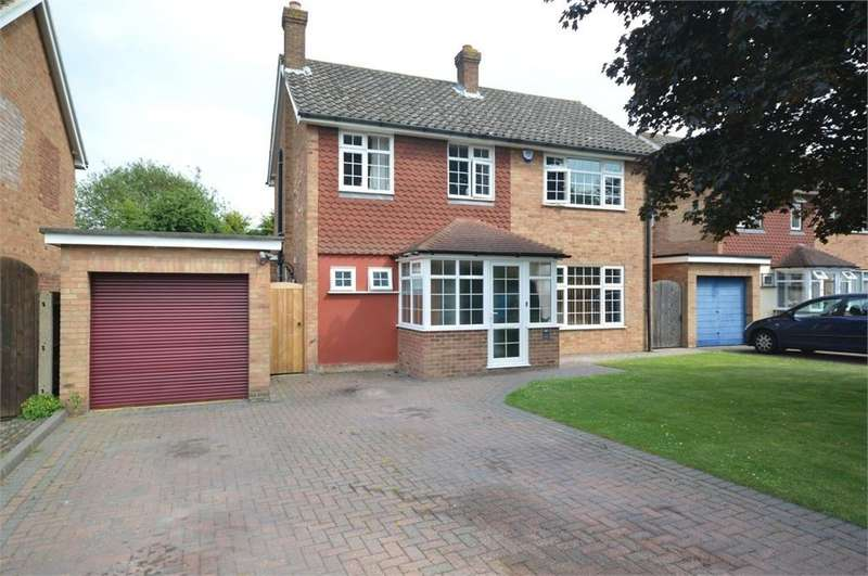 4 Bedrooms Detached House for sale in Birch Close, New Barn