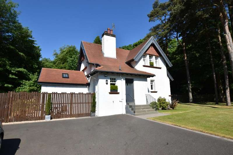 3 Bedrooms Lodge Character Property for sale in Dunalton Lodge Southwood Road, Troon, KA9 1UR