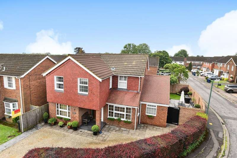 4 Bedrooms Detached House for sale in Downley, High Wycombe, HP13