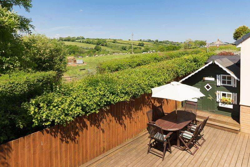 4 Bedrooms End Of Terrace House for sale in Lower Trindle Close, Chudleigh
