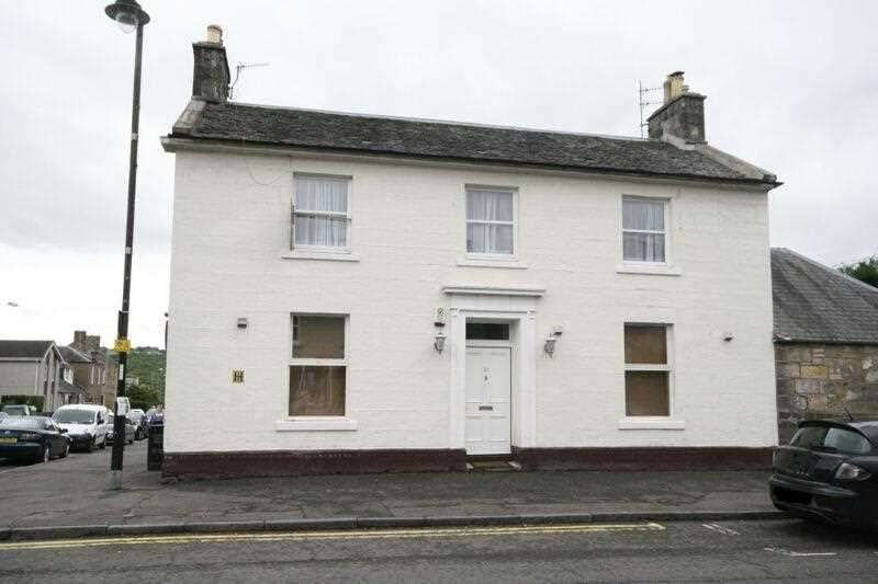 2 Bedrooms Apartment Flat for sale in Station Road, Dollar