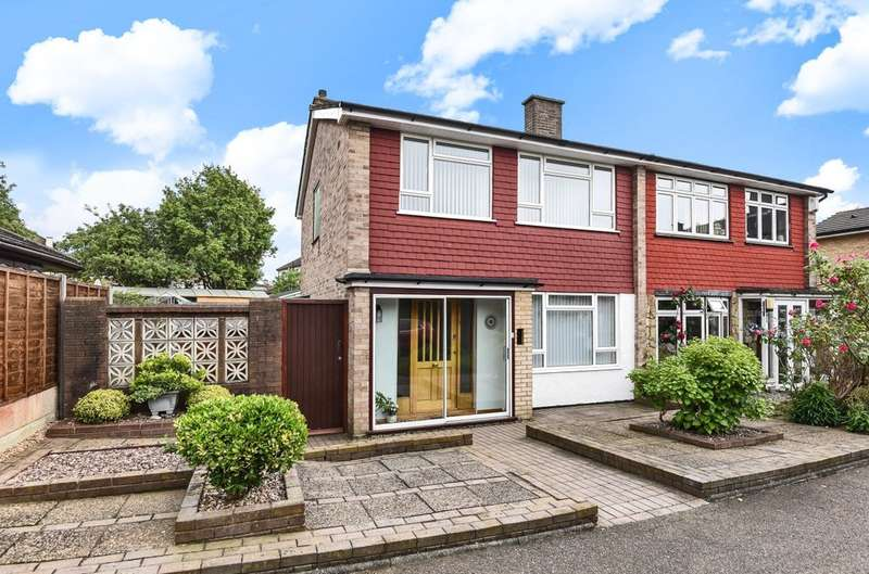 3 Bedrooms Semi Detached House for sale in Downleys Close, London