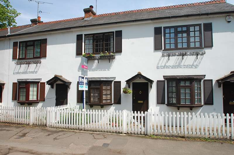 2 Bedrooms Terraced House for sale in Lower Road, Chalfont St Peter, SL9