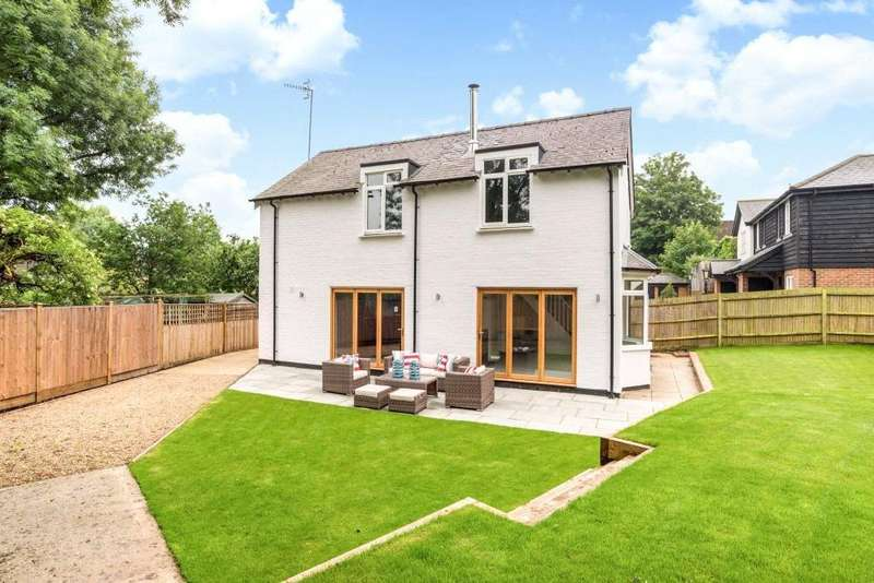 3 Bedrooms Detached House for sale in Wiggins Yard, Bridge Street, Godalming, Surrey, GU7