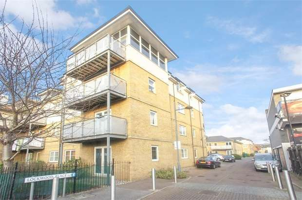 2 Bedrooms Flat for sale in Lockwood Place, Chingford, London
