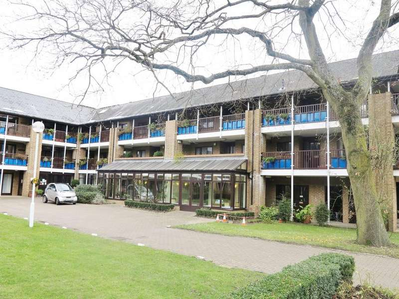2 Bedrooms Flat for sale in Emmbrook Court, Reading, RG6 5TZ