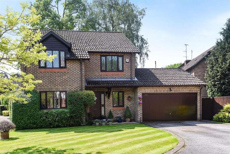 4 Bedrooms Detached House for sale in Chivers Drive, Wokingham, Berkshire RG40 4EW