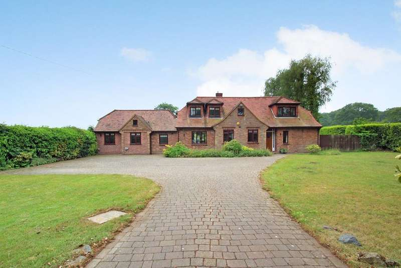 4 Bedrooms Detached House for sale in Bucklesham Road, Foxhall, IPSWICH, IP10