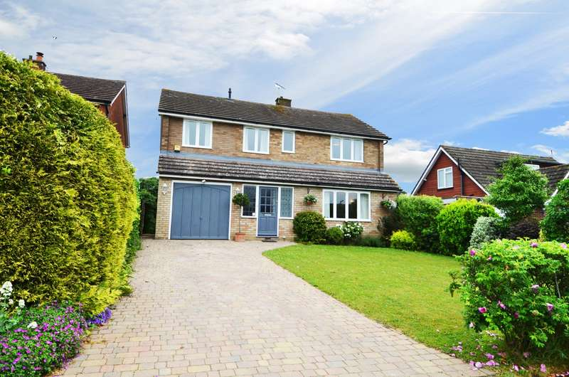 4 Bedrooms Detached House for sale in Highlea Avenue, Flackwell Heath, HP10