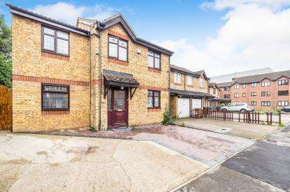 5 Bedrooms End Of Terrace House for sale in Grays, Essex, .