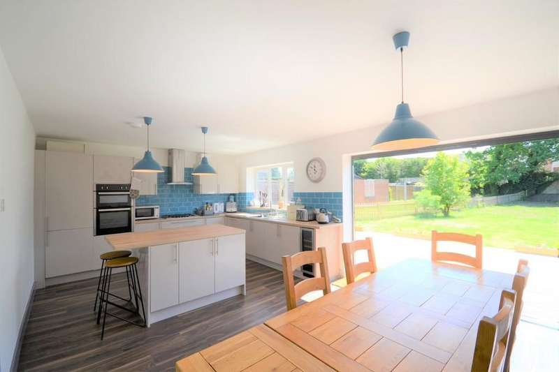 3 Bedrooms Detached Bungalow for sale in Firs Road, Tilehurst, Reading