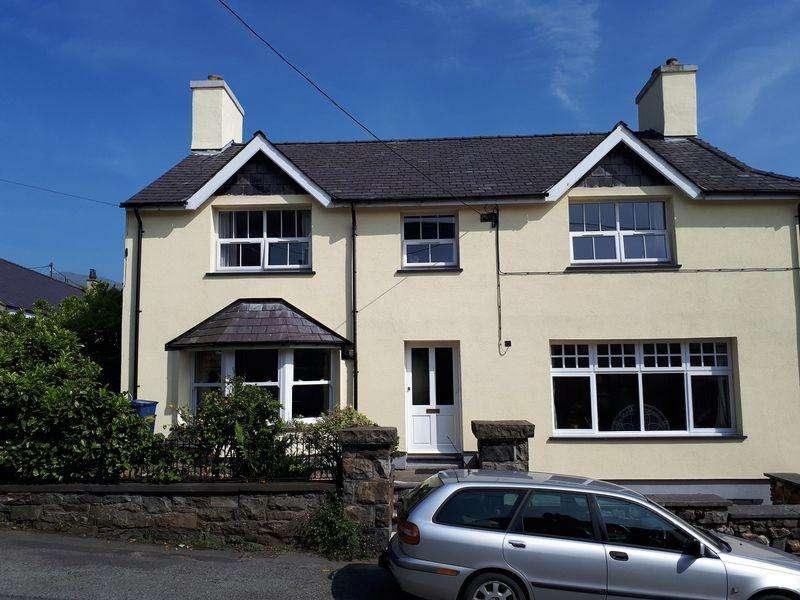 4 Bedrooms Semi Detached House for sale in Deiniolen, Gwynedd
