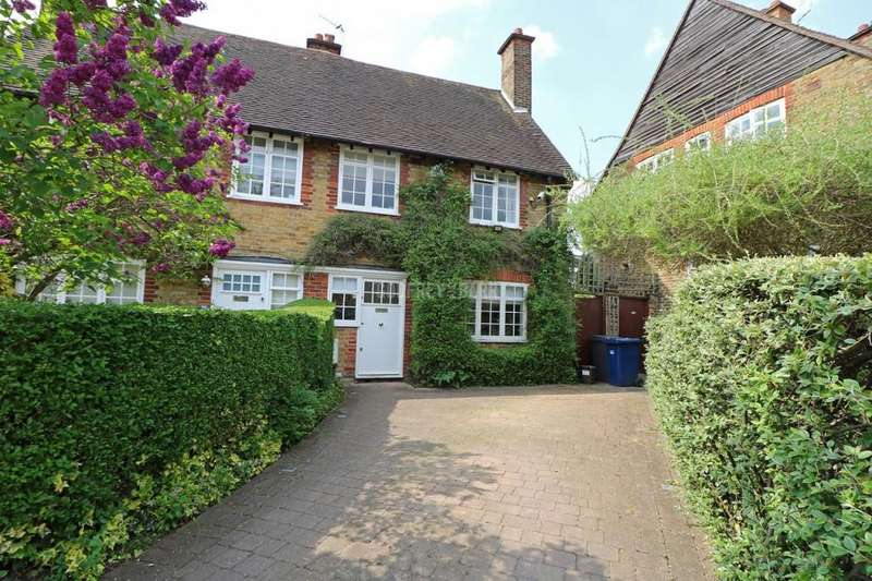 3 Bedrooms Semi Detached House for sale in Westholm, Hampstead Garden Suburb