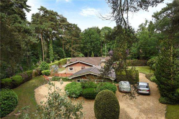 4 Bedrooms Detached Bungalow for sale in Warren Lane, Finchampstead, Wokingham