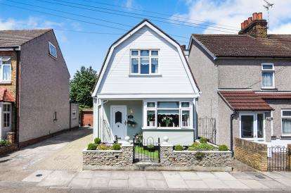 2 Bedrooms Detached House for sale in Romford, Havering, United Kingdom