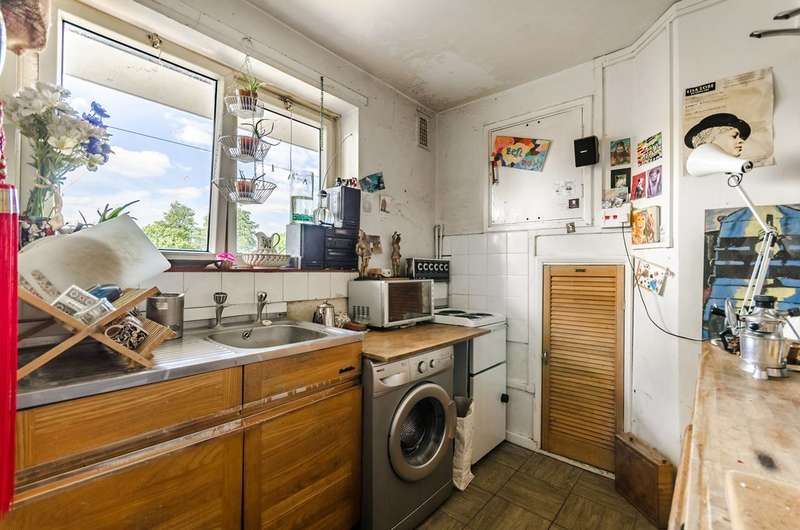 2 Bedrooms Flat for sale in Borrodaile Road, Wandsworth, SW18