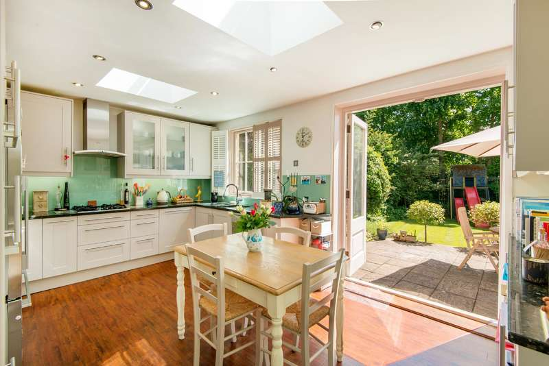 4 Bedrooms Flat for sale in Aberdare Gardens, South Hampstead