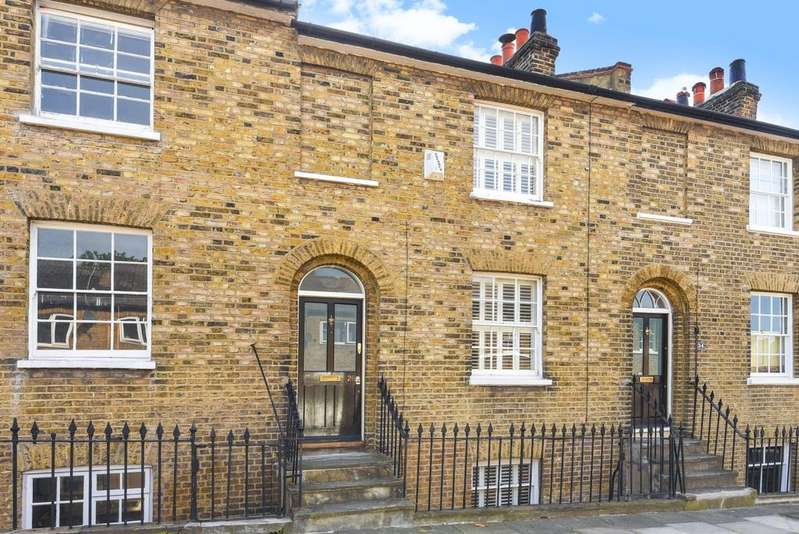 3 Bedrooms Terraced House for sale in Dutton Street London SE10
