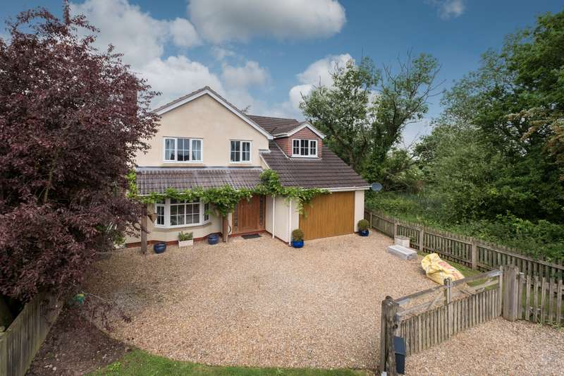 4 Bedrooms House for sale in 4 bedroom House Detached in Little Leigh