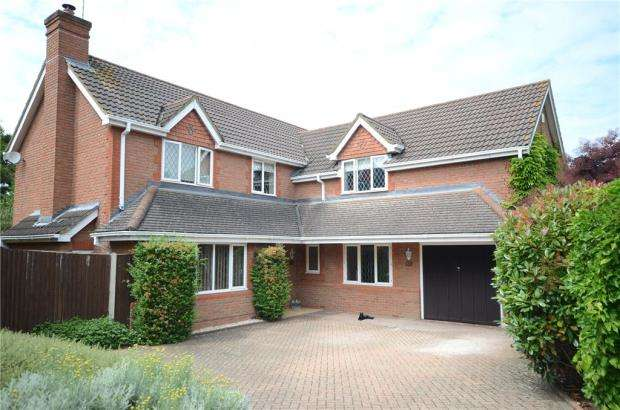 5 Bedrooms Detached House for sale in Montague Close, Wokingham, Berkshire