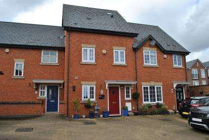 3 Bedrooms Terraced House for sale in Woodall Close, Biggleswade, Bedfordshire
