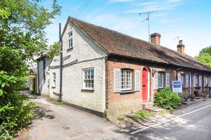 2 Bedrooms End Of Terrace House for sale in Epping, Essex